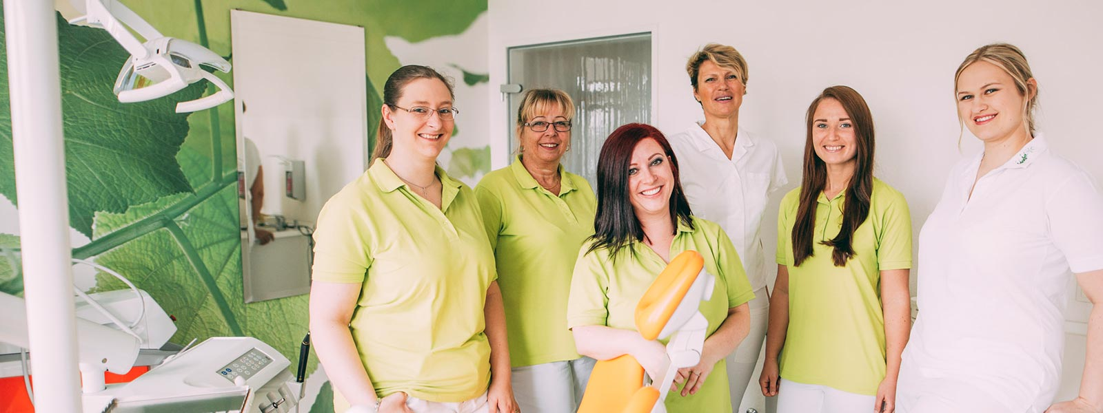 Das Team der Zahnarztpraxis Stille in Magdeburg.